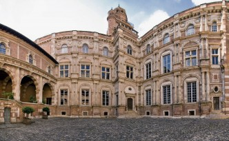 Hôtel_d'Assézat,_toulouse_panorama